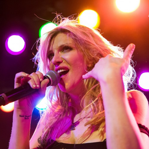 "Courtney Love canta ""Creep"" de Radiohead y bueno…"
